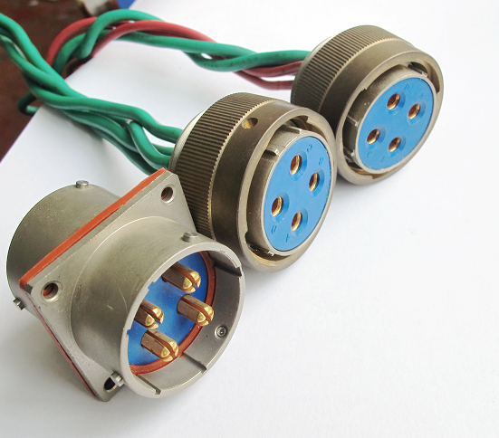 3芯,4芯大电流航空插头科迎法可提供屏蔽镀层:镀锌彩虹色钝化或军绿色钝化、化学镀镍、喷沙镀镍