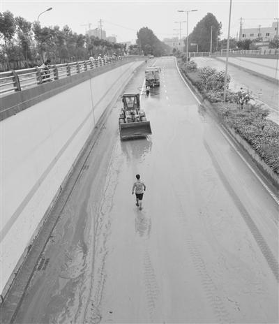 陳文光則分析說,上海金山區每年疏浚河道的淤泥約100萬立方米